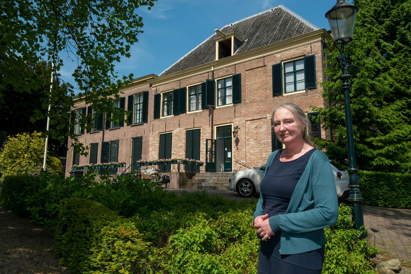 Ingrid Jacobs schreef een boek over de geschiedenis van de gemeente Rozendaal.