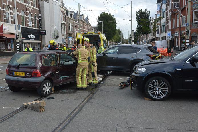 Aanrijdingen en ongelukken gebeuren volgens de bewoners veel te vaak op de Waldeck Pyrmontkade en Koningin Emmakade.