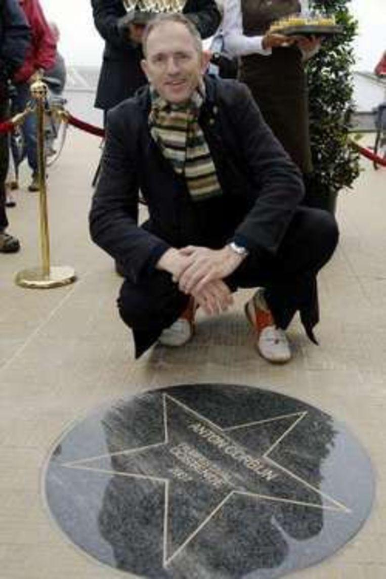 Corbijn kreeg een ster op de gloednieuwe 'Walk of Fame'.