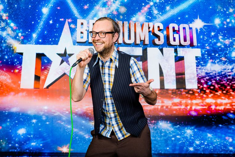 Mike Claeys als zijn alter ego Fonkie Tuur op het podium van Belgium's Got Talent.