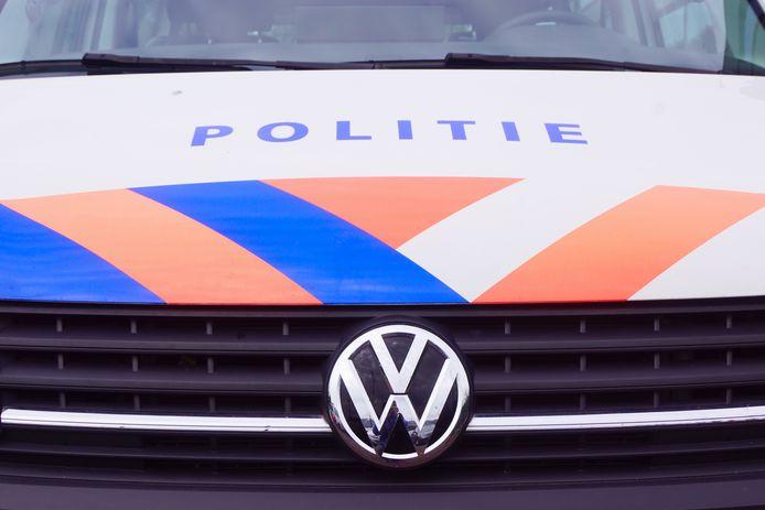 De politie onderzoekt wat er precies is gebeurd bij een vechtpartij in de Grotestraat in Nijverdal. Vier mannen zijn hiervoor aangehouden.