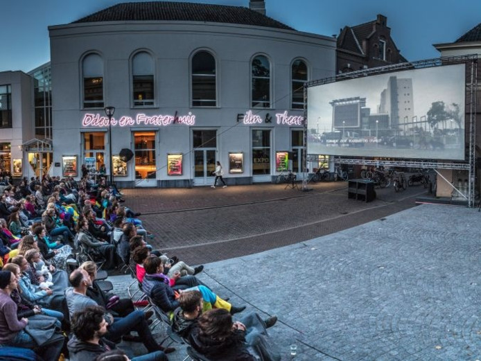 De openluchtfilm op de Blijmarkt in Zwolle zaterdagavond.