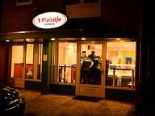 Cafetaria Leende overvallen door twee mannen, politie twijfelt