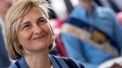Hilde Crevits schiet top drie populairste politici binnen