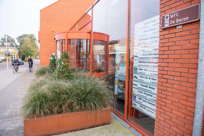 Het gemeentelijke loket in De Baron te Dedemsvaart is al sinds dit voorjaar dicht.