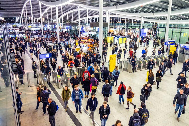 Marco Zannoni over de bezoekers op Utrecht CS: 'Ook dat is elke dag een evenement met duizenden bezoekers.' Beeld Hollandse Hoogte / Michiel Wijnbergh Fotografie