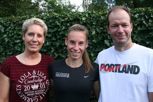 Indra Faes en Werner Philips met Renée Eykens (midden).