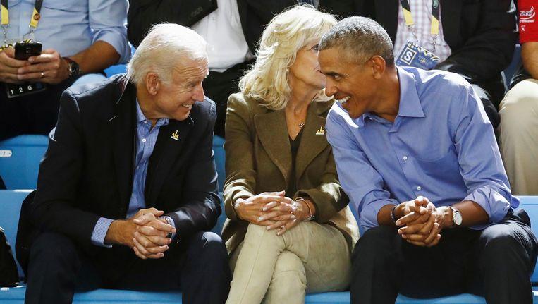Biden met zijn vrouw Jill en ex-president Barack Obama.