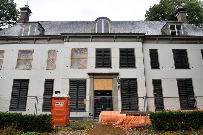 De agressieve huiszwam veroorzaakt veel schade in Huize Randenbroek.