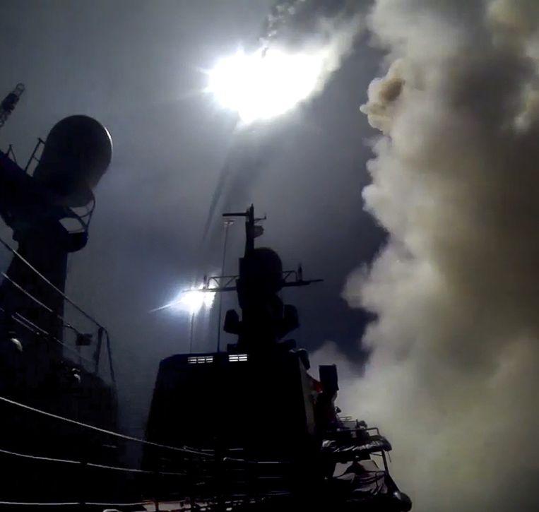De lancering vorige week van een Kalibr-kruisraket vanuit de Kaspische Zee. Moskou heeft ontkend dat vier van de raketten terechtkwamen in Iran. Beeld afp