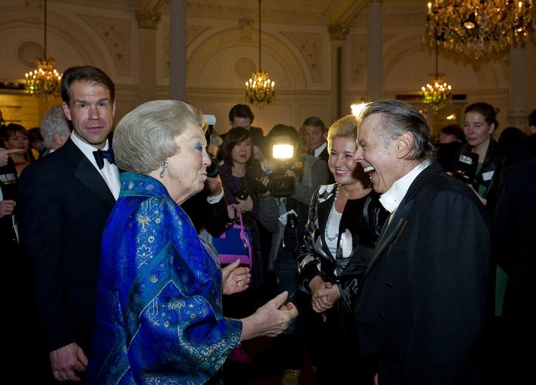 Prinses Beatrix (toen nog koningin) ontmoet dirigent Mariss Jansons in april 2013. Beeld anp