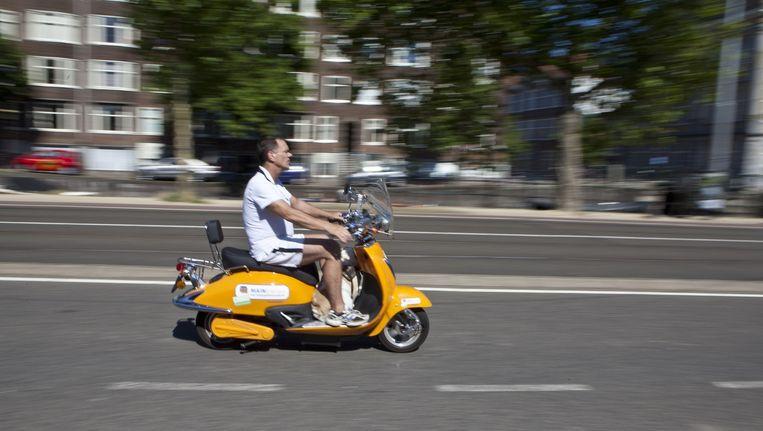 Snorfietsers moeten naar de rijbaan, om de veiligheid op fietspaden te verbeteren. Beeld Floris Lok