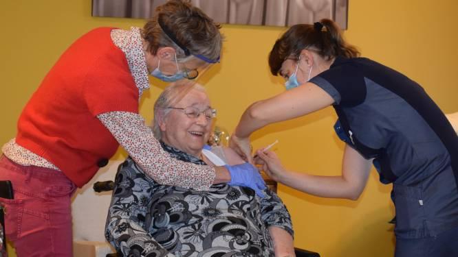 110 bewoners en ook al 30 personeelsleden Sint-Bernardus hebben eerste coronaspuitje gehad