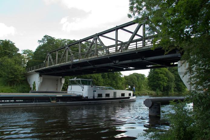 Scheepvaart op het Twentekanaal. Foto archief Erna Lammers
