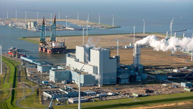 Kolencentrale Eemshaven van RWE. Het Duitse concern levert voornamelijk grijze stroom, maar doet groen via dochter Innogy. Beeld ANP