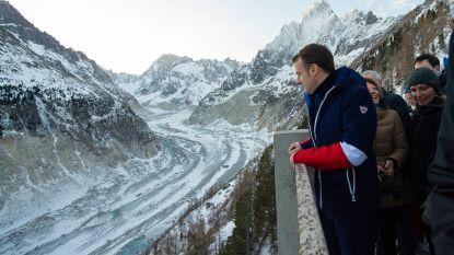 """Macron wil betere bescherming van Mont Blanc-massief tegen """"gekken"""" en klimaatopwarming"""
