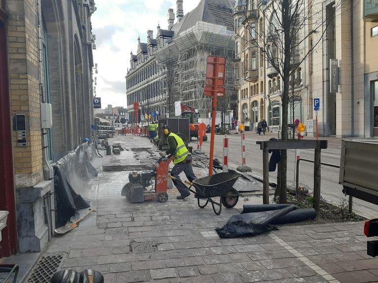 Redelijk drastische werken voor een gloednieuwe straat.