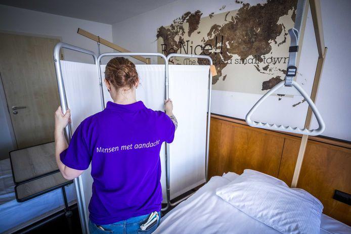 Een kamer in een ander Coronacentrum, hier in Urmond in het Van der Valkhotel.