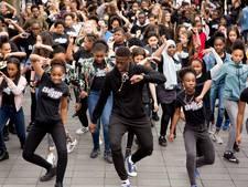 Rotterdamse jongeren dansen flashmob op de Lijnbaan