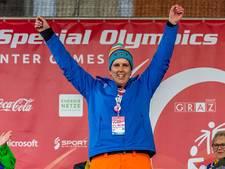 Udense en Osse Olympiërs in bus vol medailles terug naar huis
