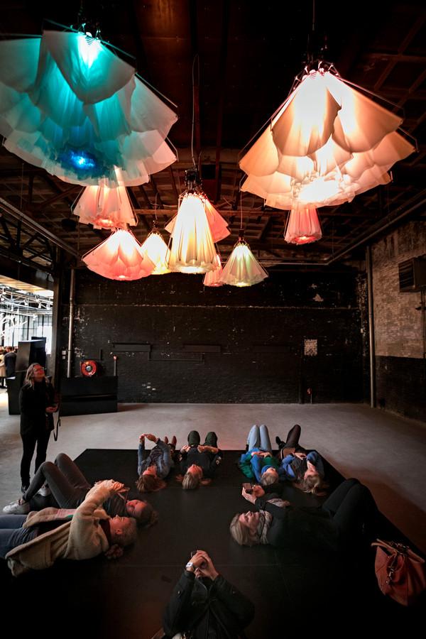 Het project 'Meadow' van Studio Drift in De Kazerne.