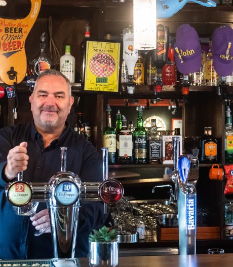 Opgestapte wethouder nu kastelein: 'Ik heb altijd achter de bar willen staan'