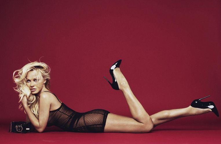 Pamela Anderson poseert voor de nieuwste campagne van Brits lingeriemerk Coco de Mer.