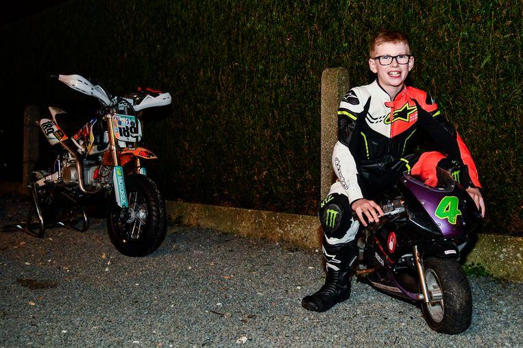 Amper twee jaar was Owen toen hij al op zijn pocketbike rondreed.