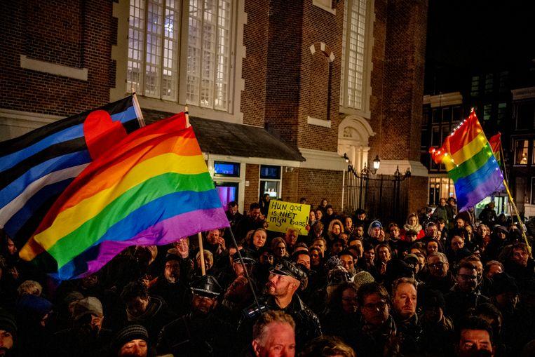 De Viering van de Liefde afgelopen woensdag bij het Homomonument op de Westermarkt. De manifestatie werd gehouden in reactie op de orthodox-protestantse Nashville verklaring, waarin homoseksualiteit wordt afgewezen.  Beeld ANP