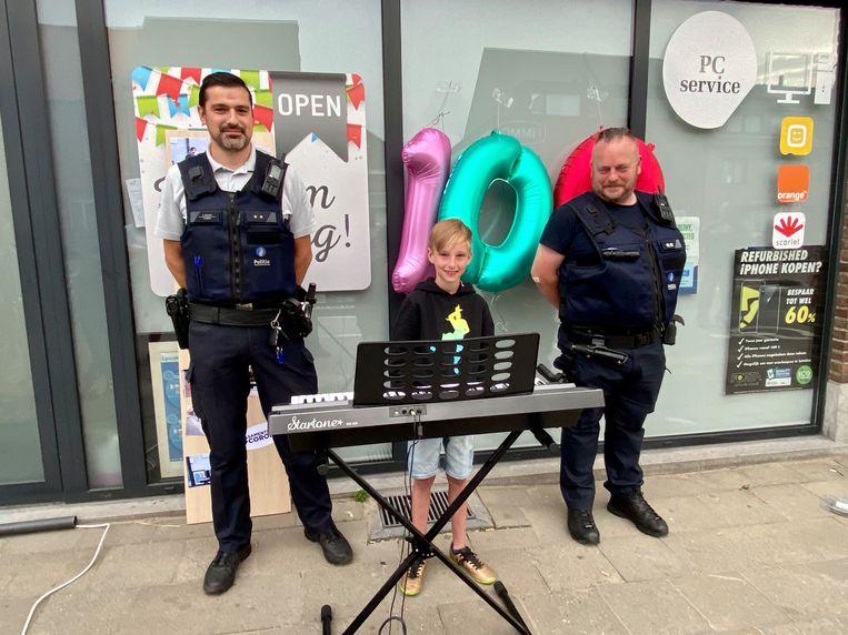 Hoog bezoek van twee politieagenten