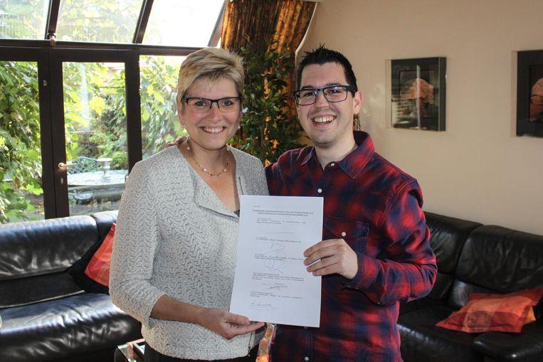 Staatssecretaris Elke Sleurs geeft het akkoord aan Pieter Paul Moens.