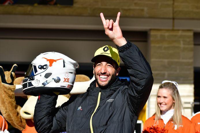 Daniel Ricciardo rijdt dit weekend met een aangepast design op de helm. Daar prijkt nu een longhorn op, het logo van een universiteitsteam in Texas.
