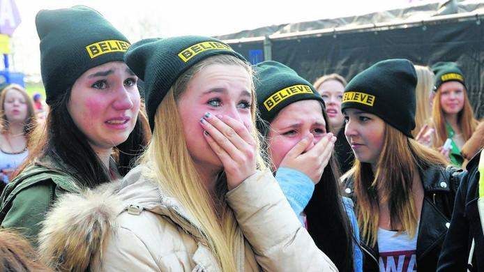 Jongte fans bij GelreDome voor het concert dat Justin Bieber daar in 2013 gaf. Foto Gerard Burgers