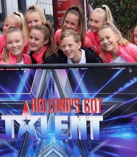 Team van Dance Studio Janien uit Wierden bij Holland's Got Talent: 'Weer iets om voor te knokken'