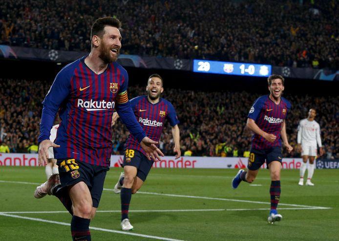 Lionel Messi loopt juichend weg.