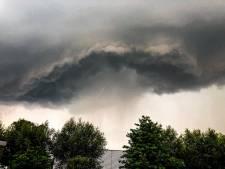 Onweer houdt huis: hagelstenen zo groot als euromunten
