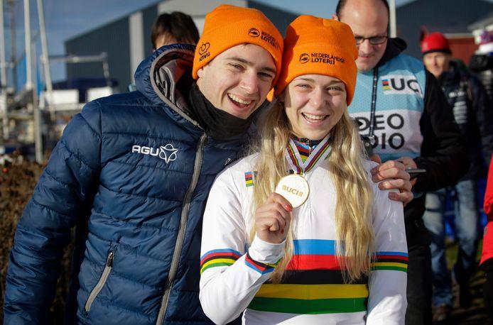 Maik en Inge van der Heijden na de WK zege (U23) vorig jaar in Denemarken.