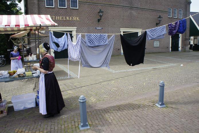 De Urker waslijn, zonder wasknijpers.