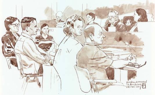 Frank S. (rechts) en Souris R. (tweede van links) tijdens een zitting in de zaak Posbankmoord.