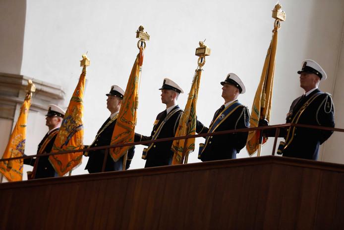 Vaandels tijdens de herdenking van de Slag in de Javazee in de Haagse Kloosterkerk.