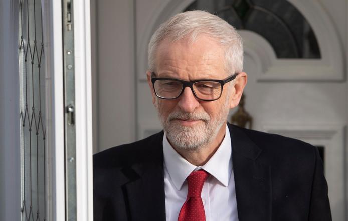Jeremy Corbyn a annoncé qu'il fera un pas de côté suite à la défaite historique de son parti, le Labour.