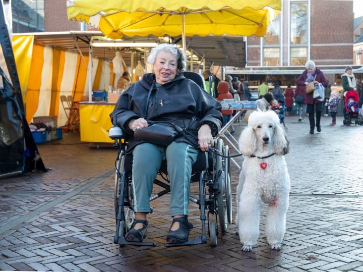 Baasje Dolly en hond Chiara hebben allebei een zwarte lok