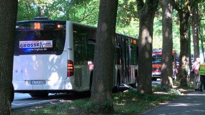 Tien gewonden bij mesaanval op bus in Duitse Lübeck, inzittenden overmeesteren dader