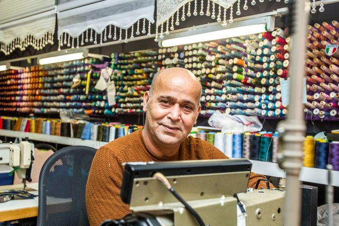 Kleermaker Yilmaz werkt alleen maar, zes dagen per week