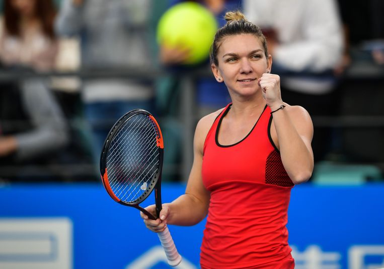 Simona Halep of Romania reacts during her women's singles quarter-final match against Aryna Sabalenka of Belarus at the WTA Shenzhen Open tennis tournament in Shenzhen in China's southern Guangdong province on January 4, 2018. / AFP PHOTO / - / China OUT