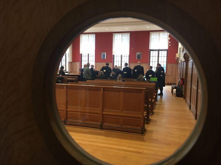 De advocaten en beklaagden verzamelden op de rechtbank in Kortrijk.