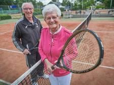 Tennisvereniging De Hoef viert gouden jubileum met twee gouden leden