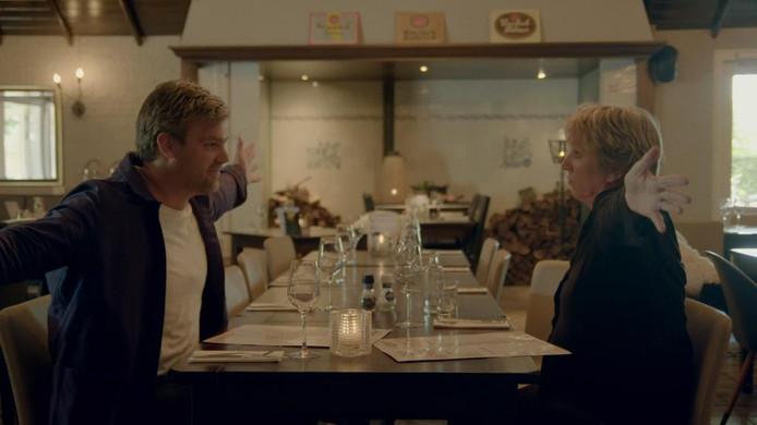 Joris Vermeer in gesprek met Nel Schellekens: ,,Ze serveren hier zúlke schnitzels'', zegt de Winterswijkse chef-kok.