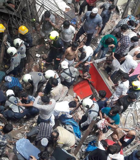 Un bâtiment s'effondre piégeant une quarantaine de personnes en Inde