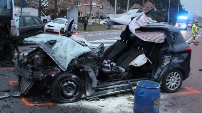 Man (56) zwaargewond bij ongeval met drie voertuigen op N9 in Maldegem